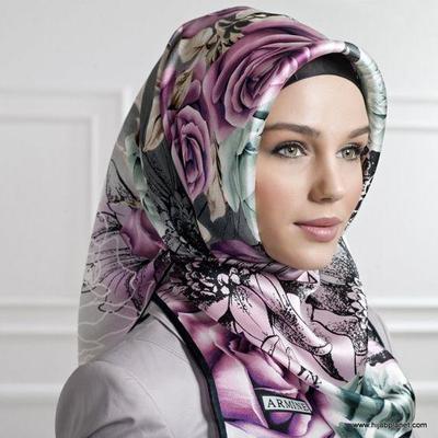 Beberapa Trend Jilbab Segi Empat untuk Acara Resmi Terlihat Lebih Anggun