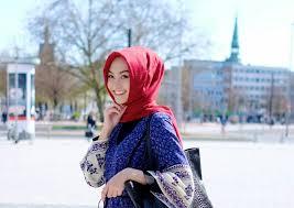 Memilih Warna Hijab Agar Wajah Kamu Lebih Cerah