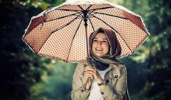 Rekomendasi Hijab Saat Musim Hujan Tiba
