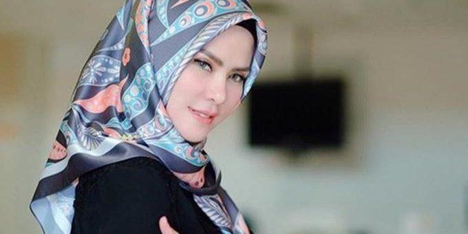 Angel Lelga kini mendapat julukan sebagai Barbie Muslim karena Hijabnya