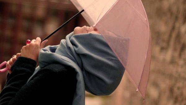 Tips Aman Menggunakan Hijab Pada Saat Musim Hujan Tiba