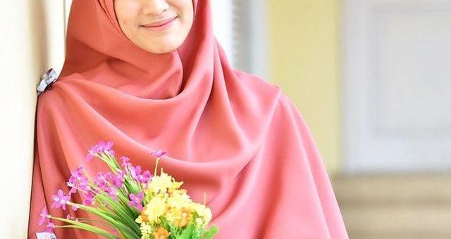 Cantiknya Alyssa Soebandono dengan Hijab Warna Oranye