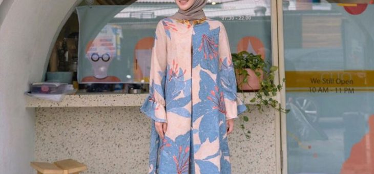 Selebgram Cantik Asal Korea Ayana Jihye Moon dalam Dengan Hijab Serba Pink