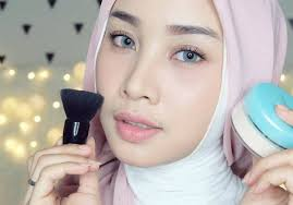 Aplikasi Make Up Sehari hari Yang Natural Dan Tahan Lama