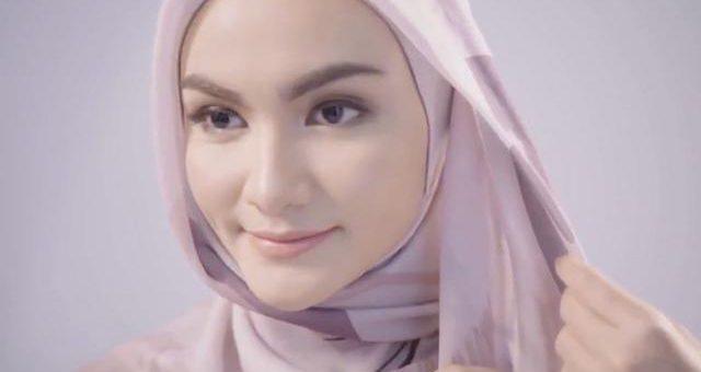 Begini Trik Berhijab Untuk Hijaber Yang  memiliki Wajah Lebar