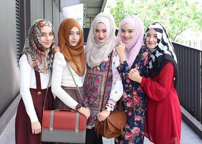 Tips Hijab Tabrak Warna  Mix and Match Asal Pas Dikenakan
