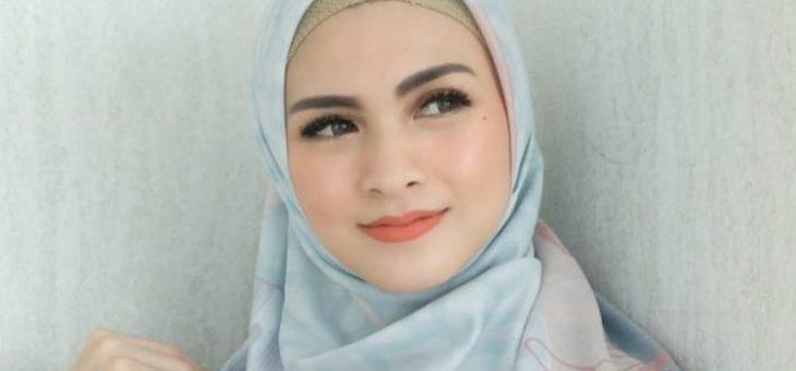 Potret Seleb yang Anggun Berhijab pada saat Ramadan Tiba