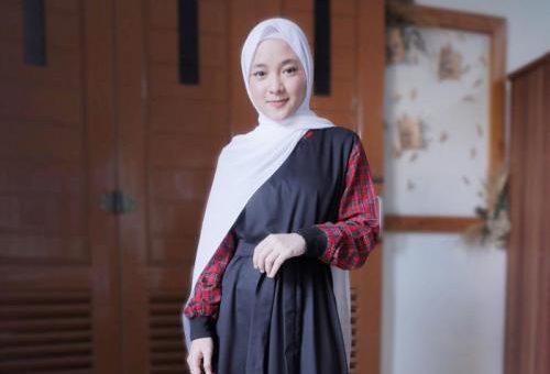 Model Hijab Khas Nissa Sabyan OOTD Santai di Rumah yang Modis dan Simple