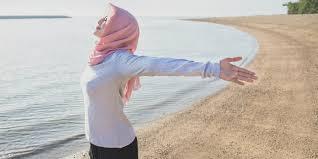 Rekomendasi Pakai Deodoran Khusus Hijaber Untuk Aktivitas Kamu