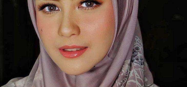 Foto-Foto Cantiknya Revalina S. Temat Mengenakan Gamis Syar'i