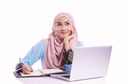 Inilah Hijab Instan Paling Cocok Work From Home untuk Meeting Online