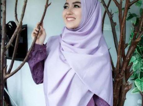 Cantiknya Nabilah Eks JKT 48 Berbalut Hijab Pink Semakin Anggun