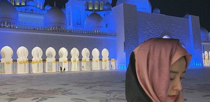 Gaya Hijab Aktris Korea Train To Busan Jung Yu Mi Mengunjungi Masjid Agung Abu Dhabi