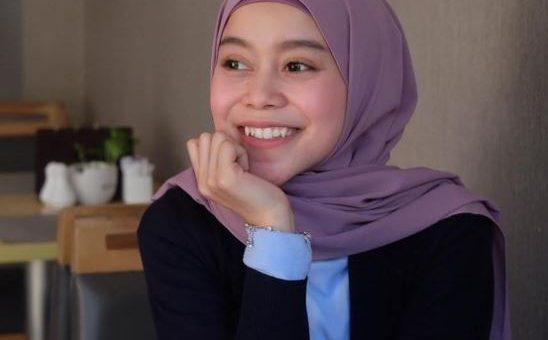 Beberapa Model Gaya Hijab yang Simpel dan Kasual Ala Lesti Andryani