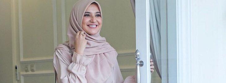 Hijab OOTD Ala Shireen Sungkar, Sederhana dan Tampil Lebih Ceria