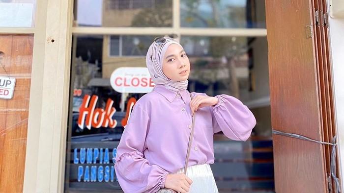 Tips Melakukan Mix And Match Hijab Pakai Outfit Warna Lilac Avanascarf