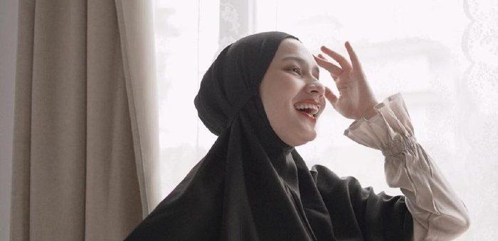 Beberapa Inspirasi OOTD Hijab Bergo Yang Nyaman dan Kekinian agar di Rumah Tetap Anggun