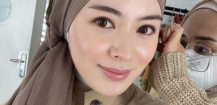 Anggun dan Cantiknya Ayana Moon dengan Gaya Hijab Indonesia Tempo Dulu