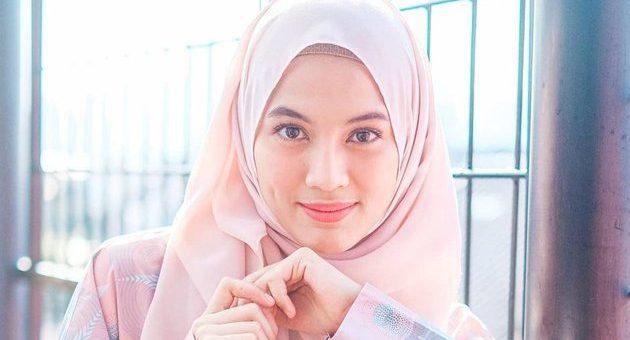 Gaya Hijab Alyssa Soebandono Untuk ke Pesta Warna Pastel