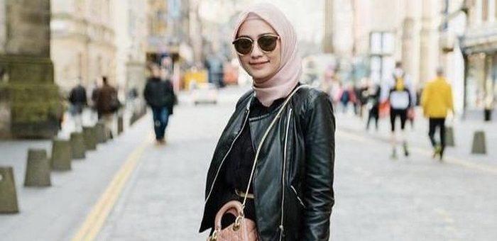 Outfit Hijab dengan Jaket Kulit Agar Hijabers bisa Tampil Stunning dan Classy