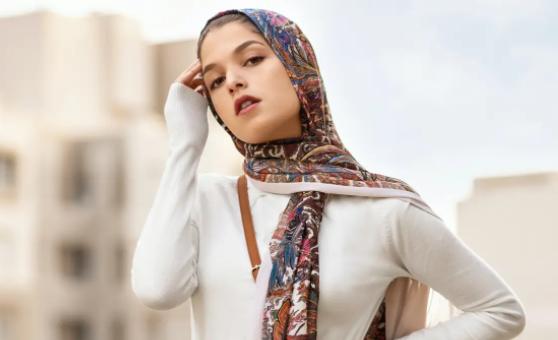 Cobalah Ada 4 Tips Makeup Natural yang Serasi dengan Hijab