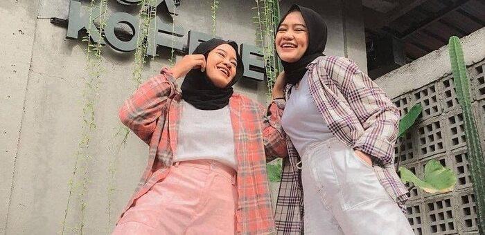 Hijabers Cobalah Mix and Match Outer Kemeja Kotak-kotak, Casual dan Chic!