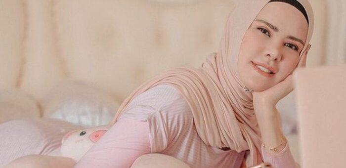 Warna Hijab Earth Tone yang akan Membuat Kulit Kamu Glowing