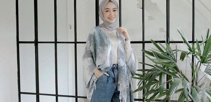 Rekomendasi Hijab Outfit Abu-Abu Untuk Tampil Chic dan Effortless