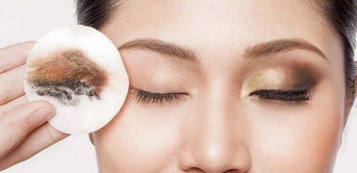 Hijabers Ogah Membersihkan Make Up Sebelum Tidur? Inilah Resiko yang Mengintai