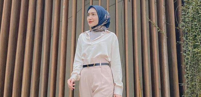 Rekomendasi Outfit Hijab Yang Simpel untuk Pergi Kantor.