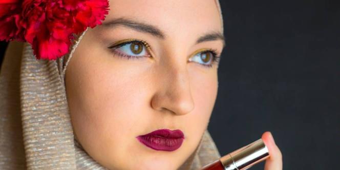 Kamu Bisa Coba Trik 'Tipuan' Supaya Bibir Jadi Terlihat Agak Tebal