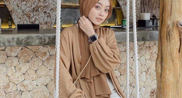 Rekomendasi Hijab OOTD Warna Pastel Ala Selebgram Meirani Amalia