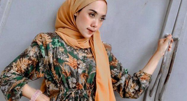 Tutorial Hijab Segi Empat Untuk Membuat Pipi Terlihat Tirus