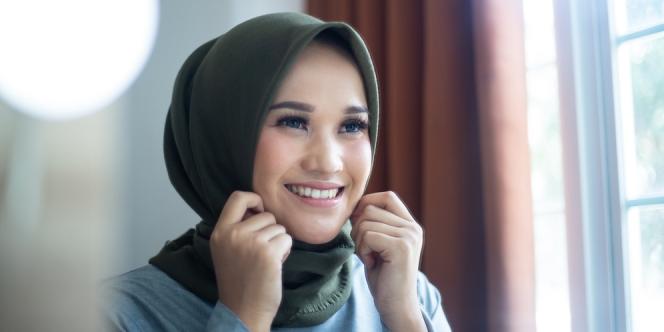 Tips Mengenakan Hijab Tanpa Jarum Pentul